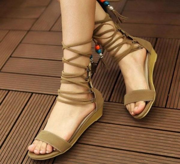 How To Pick Stylish Shoes For Flat Feet (women)  Get Fab! - Fashion ... 96ec7c351e67