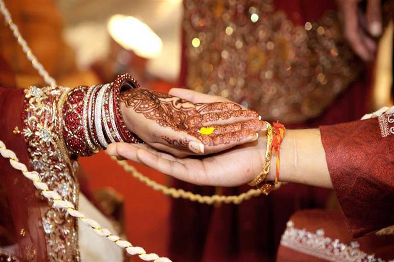 Mehndi Hands Couple : Mehndi services useful ideas tips advice sulekha